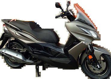 Predám veľmi zachovalý málo jazdený skuter Kawasaki J125
