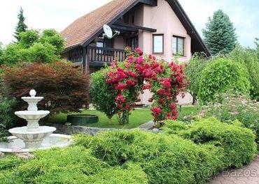 Ponúkame na predaj rodinný dom vo Višňovom so záhr. domčekom