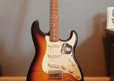 Vymením Gitaru Fender Squier za Bassgitaru s Kombom