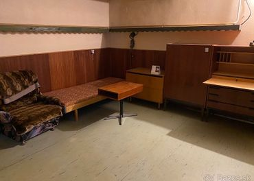 Rôzny nábytok
