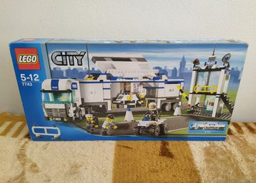 LEGO SET 7743 - City: Police Command Center / 2008