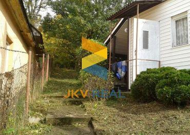 JKV REAL  Ponúkame na predaj záhradku s chatkou v obci Čavoj