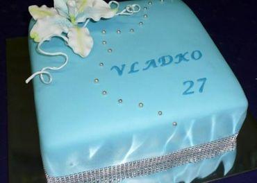 Pečenie a ľubovoľné zdobenie torty špeciálne znak
