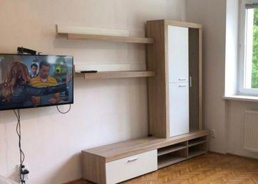 Obývacia stena, poličky a konfetenčný stôl