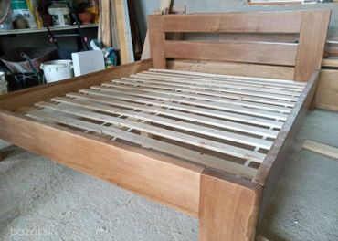 Dubová posteľ