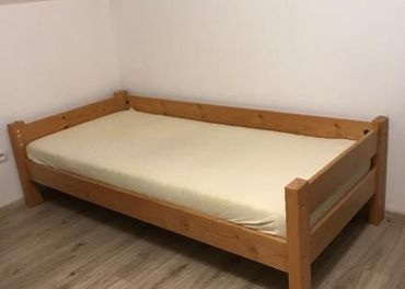 Predám drevenú posteľ(aj s kvalitnym matracom)