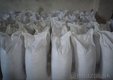 obilie- jačmeň, pšenica, ovos, slnečnica