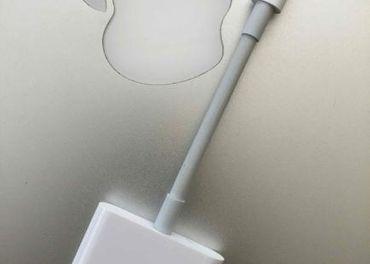 Apple Lightning Digital AV ( HDMI ) Adapter