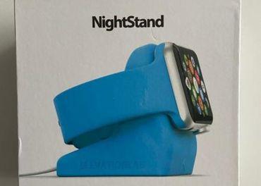 Stojan pre Apple Watch s prísavným mechanizmom