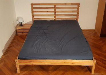 Posteľ (140*200cm) + matrac + nočný stolík + lampa