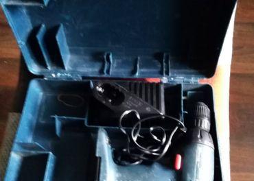 Predám baterková vrtačku s puzdrom Bosch GSR 1 a s nabíjačko