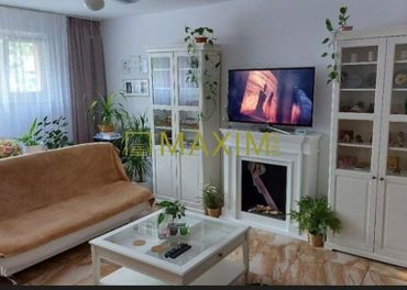 3- izbový byt na Námestí Hraničiarov so súkromným vchodom.