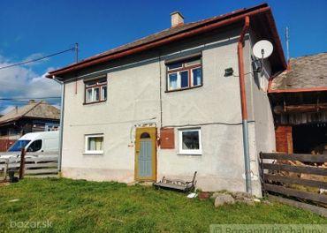 Dom s veľkým pozemkom na okraji obce Šumiac.
