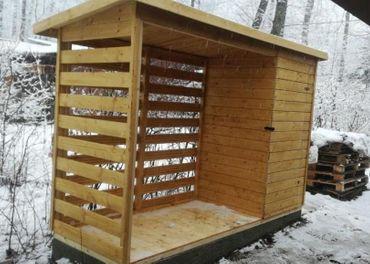 Drevený záhradný domček s drevárňou