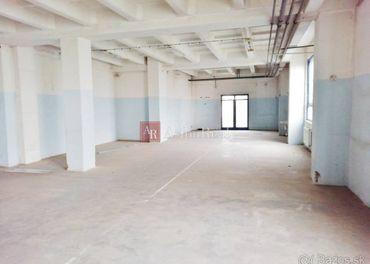 Kancelárie + Hala 2050m2, s pozemkom 6120 m2 vo Vrútkach