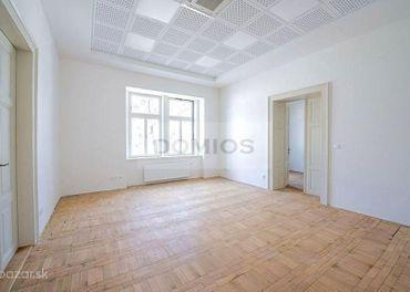 DOMIOS  prenájom klimatiz. priestorov v historickom polyf. objekte v centre (1.400 m2, parking)