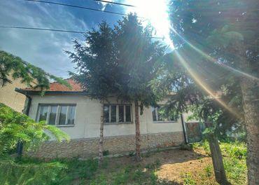 TRNAVA REALITY - ponúka na predaj veľký dom s možnosťou dokúpenia stavebného pozemku na ďaľší RD v o