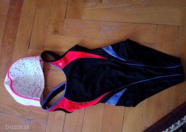 plavky a čiapka k bazénu