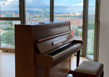 Hra na klavíri