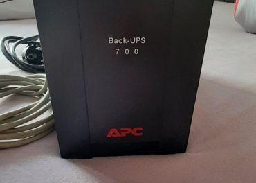 Záložný zdroj APC Back-UPS 700 Model BX700UI