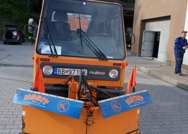 Multicar nákladné vozidlo (sklápač) s prídavnými zariadeniam