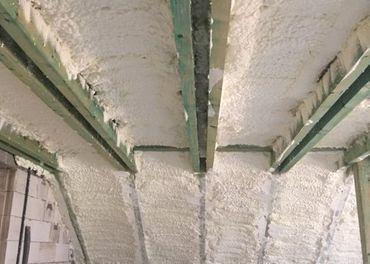 Penová striekaná izolácia - zateplenie strechy a podkrovia.