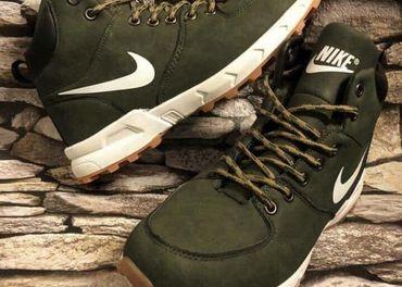 Nike panska zateplena obuv... Velkosť-41...