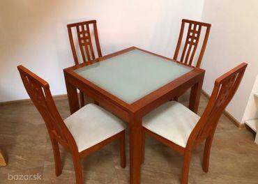 rozkladací stôl + 4 stoličky