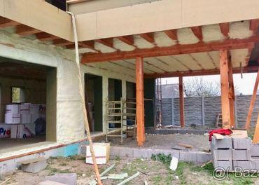 Zateplenie strechy a podkrovia - penová striekaná izolácia.