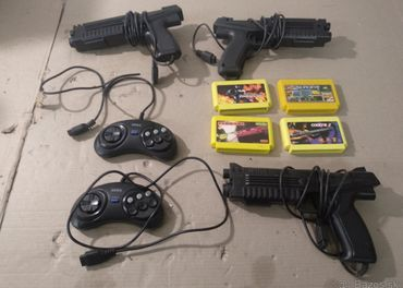 SEGA - hry, ovladače, pistole asi retro