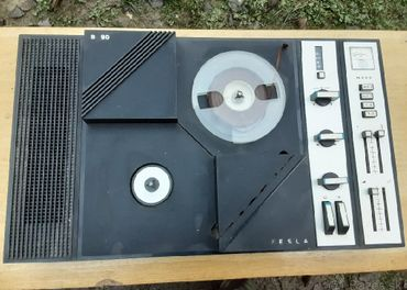 Magnetofon B 90 a rádio Saturn .