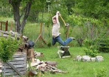Rúbanie dreva - dvaja pracovníci