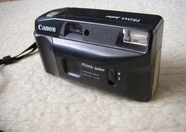 Jednoduchý kompaktný fotoaparát na kinofilm Canon