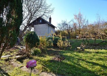 Záhradná murovaná chata so súpisným číslom na predaj, Terasa-Čičky