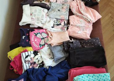 Veľký balík dievčenského oblečenia 110/116