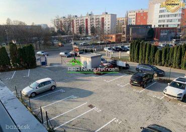 Parkovacie miesto pri projekte na ulici Tomášikova 32