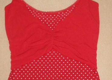 Červené retro tričko s bodkami