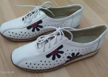 Dámska obuv v. 40