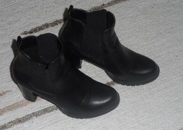 Dámske členkové čierne čižmy