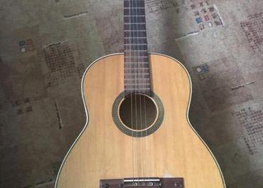 Predávam drevenú gitaru