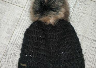 Predám dámsku čiernu čiapku