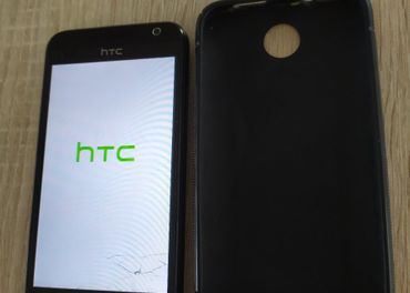 HTC Desire 300 - plne funkcny s popraskanym spodkom displeja