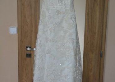 Krajkované svadobné šaty
