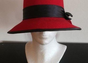 Dámsky klobúk červený v. 58