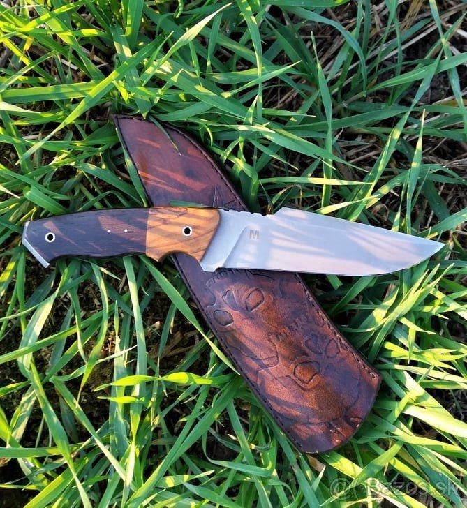 Nôž s koženým púzdrom