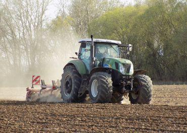 Traktor New Holland 7050