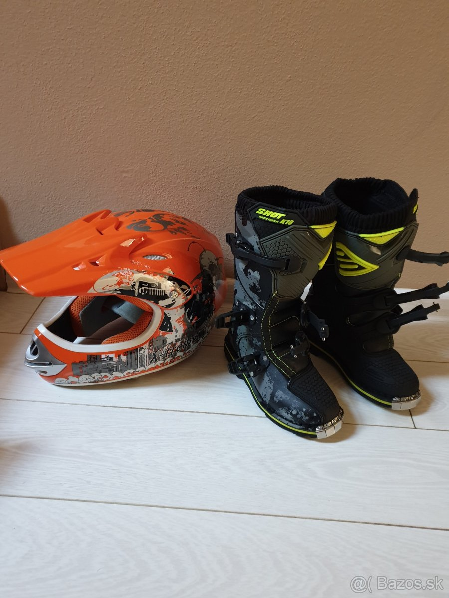 Detské motocrossové čižmy nové a prilba