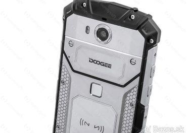 Predám odolný telefón 5″ 4G / 4GB RAM NFC 5500 batéria.