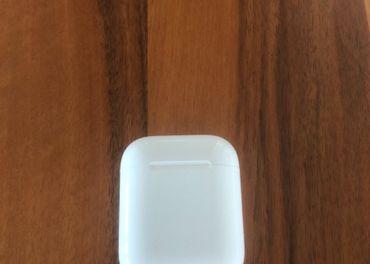AirPod ľavé slúchadlo a krabička