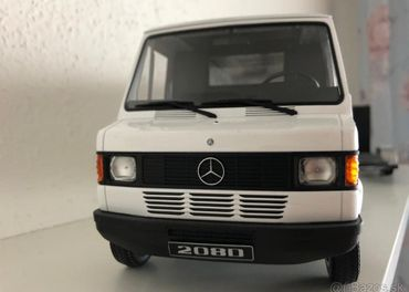 Mercedes-benz 208D 1:18 white